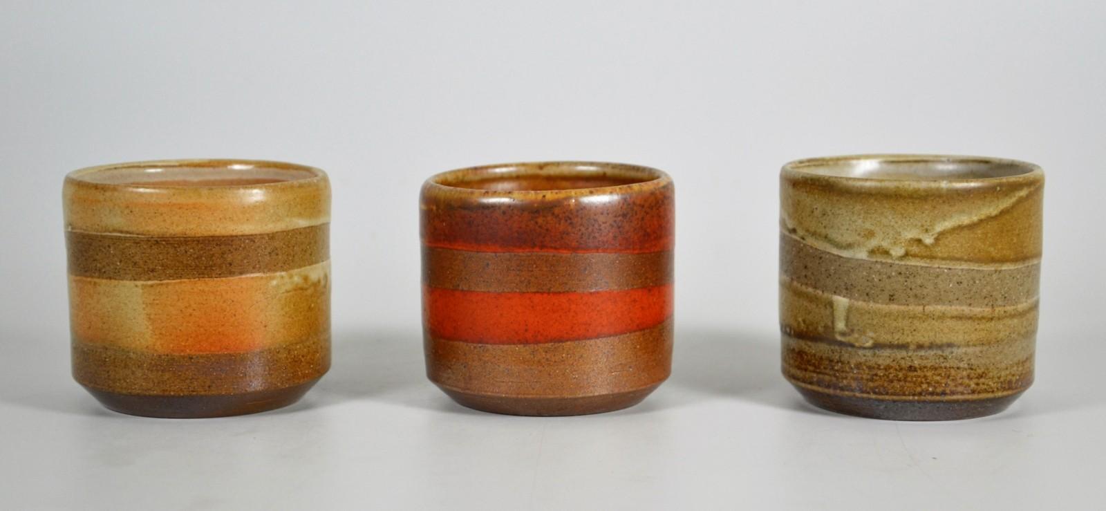 Set von rot grün gelber kaffeetasse becher