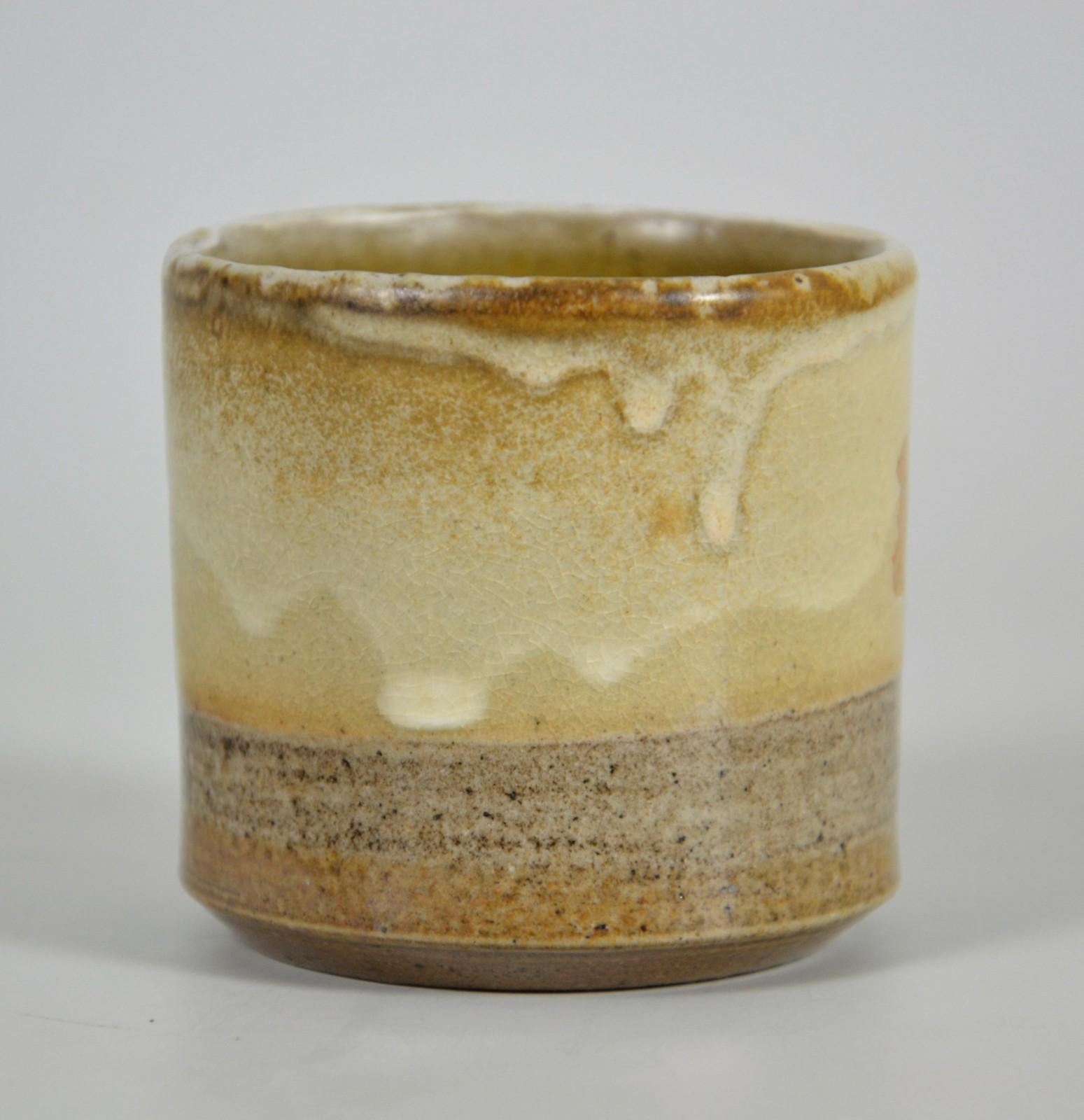Cremefarbener beige espresso kaffe becher steinzeug handgetöpfert