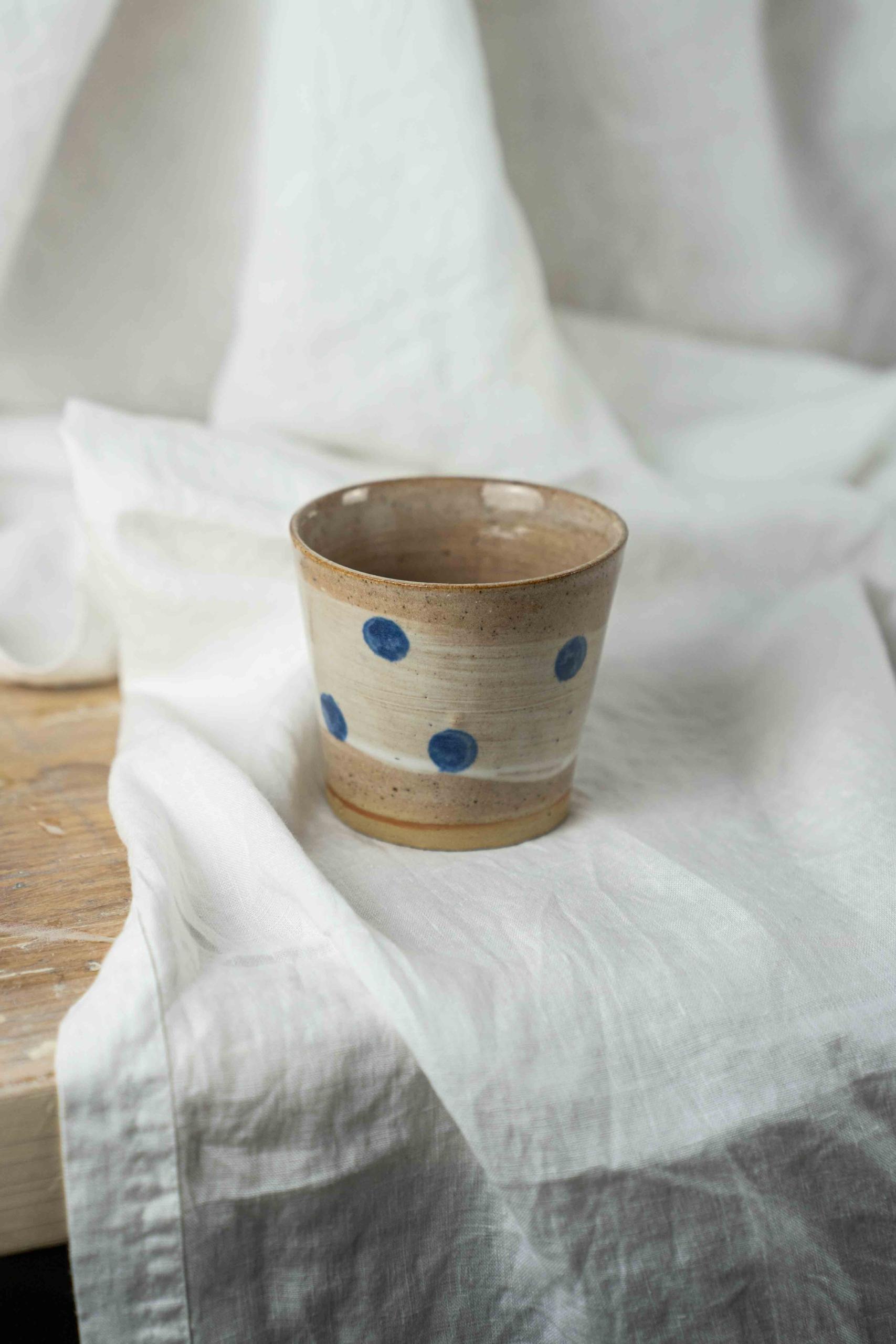 Isabella Bilstein handgemachter steinzeug keramik Becher